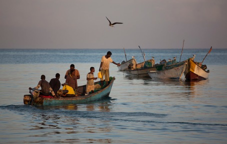 People wait for fishermen to arrive with the catch of the day at the Bosaso harbor in Puntland, Somalia (Adeso/Karel Prinsloo)